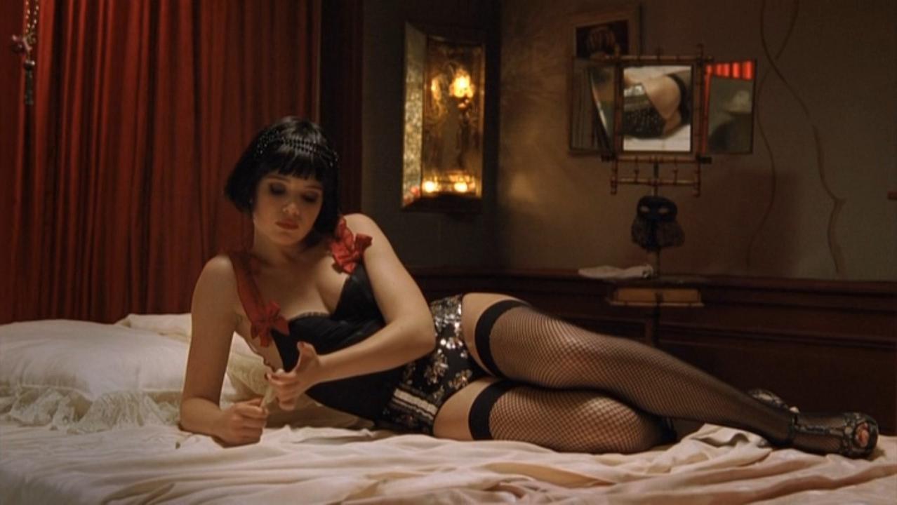 Juliet Lemonnier sexy - les petits meurtres d'Agatha Christie s03e01 (2011)