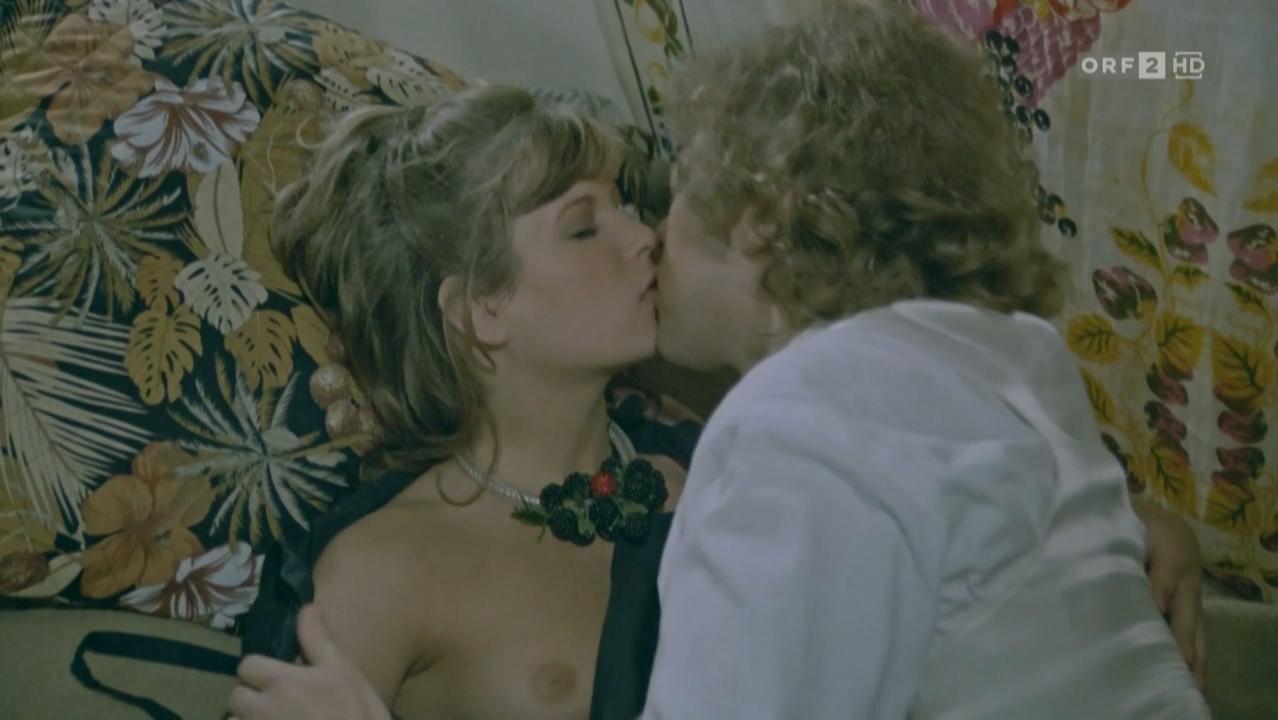 Susann Winter nude - Die Supernasen (1983)