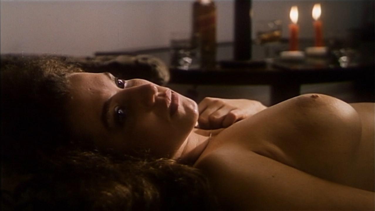 Joanna Trzepiecinska nude - Sztuka kochania (1989)