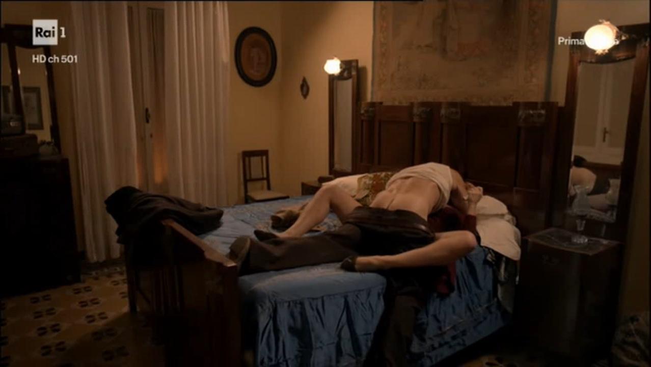 Francesca Cavallin nude, Stefania Rocca nude - Di Padre in Figlia s01e01 (2017)