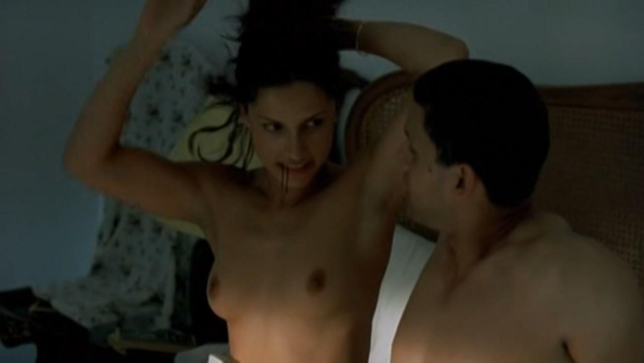 Leonor Verela nude - Pas Si Grave (2003)