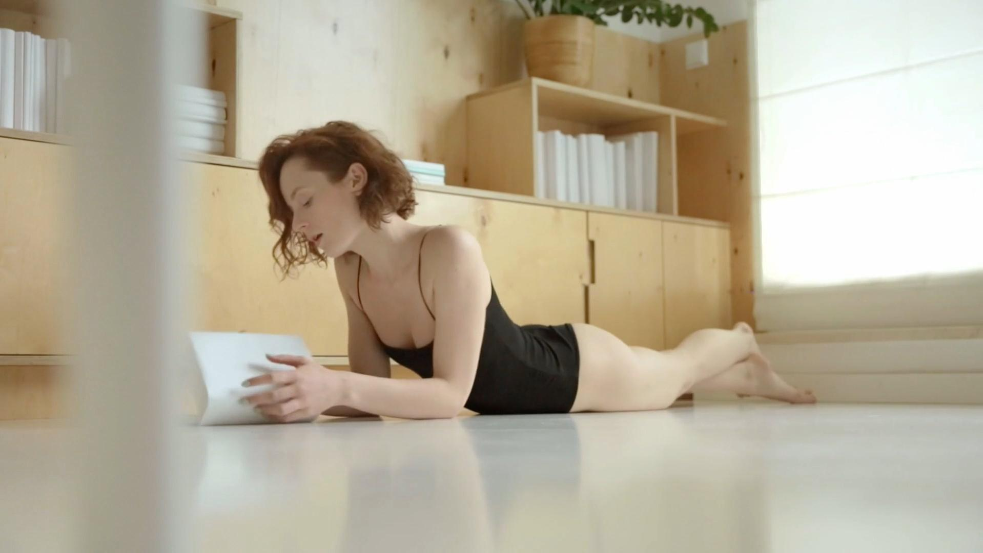 Alicja Czerniewicz nude - Erotyka (2017)