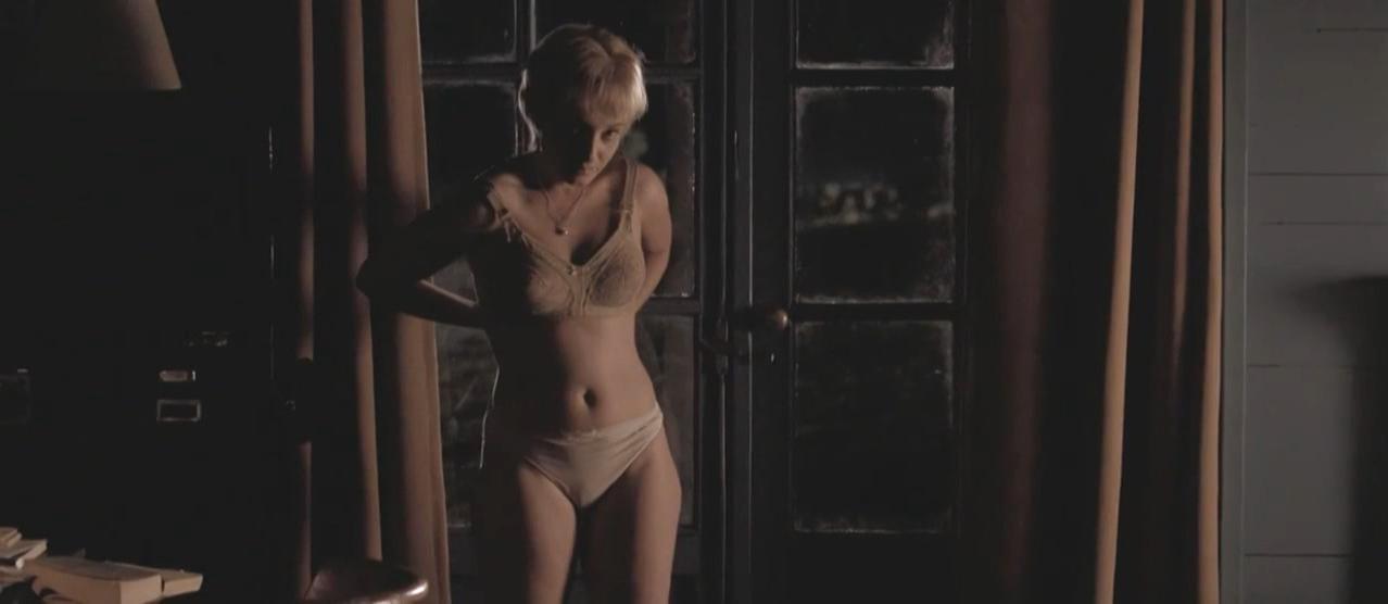 Karina Smulders nude - Bride Flight (2008)