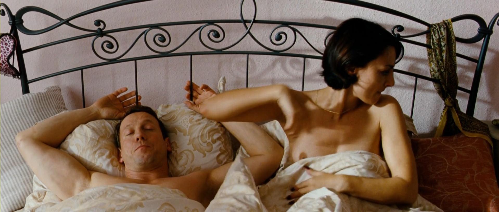 Miranda Leonhardt nude - Mann tut was Mann kann (2012)