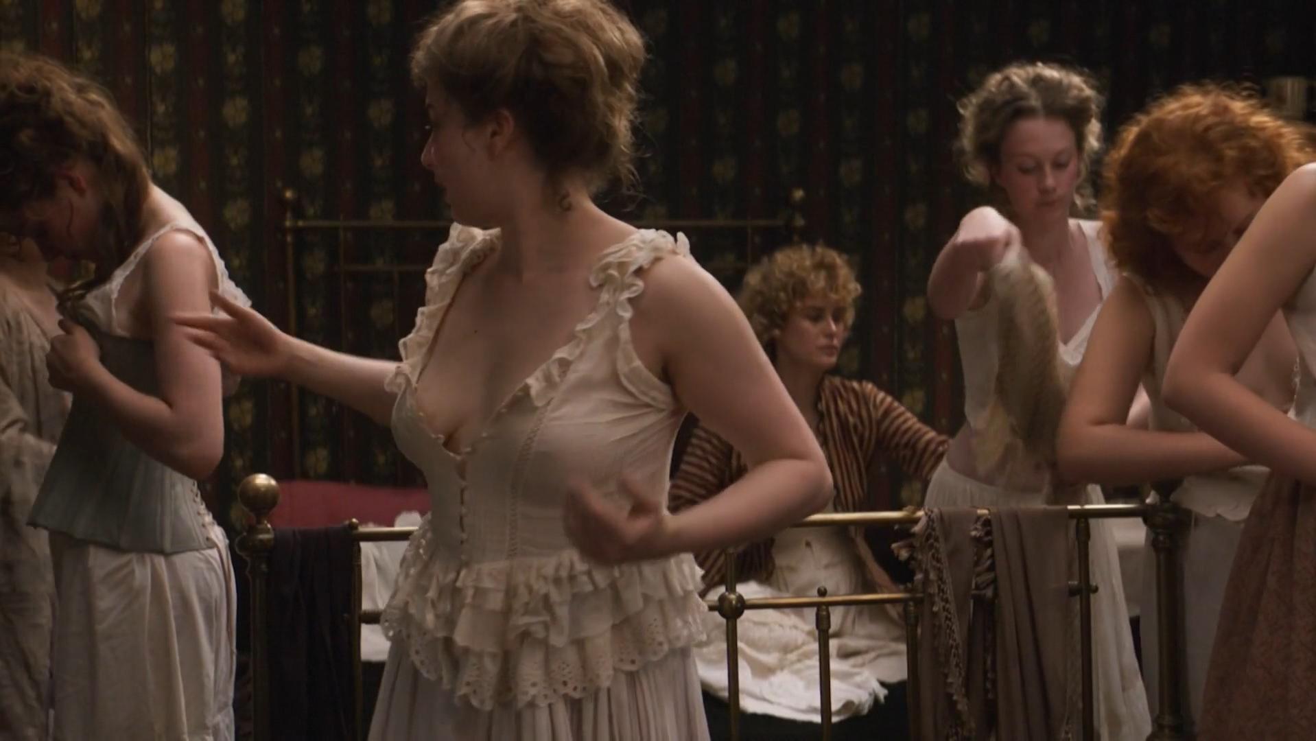 Dakota Fanning sexy, Carla Juri nude - Brimstone (2016)