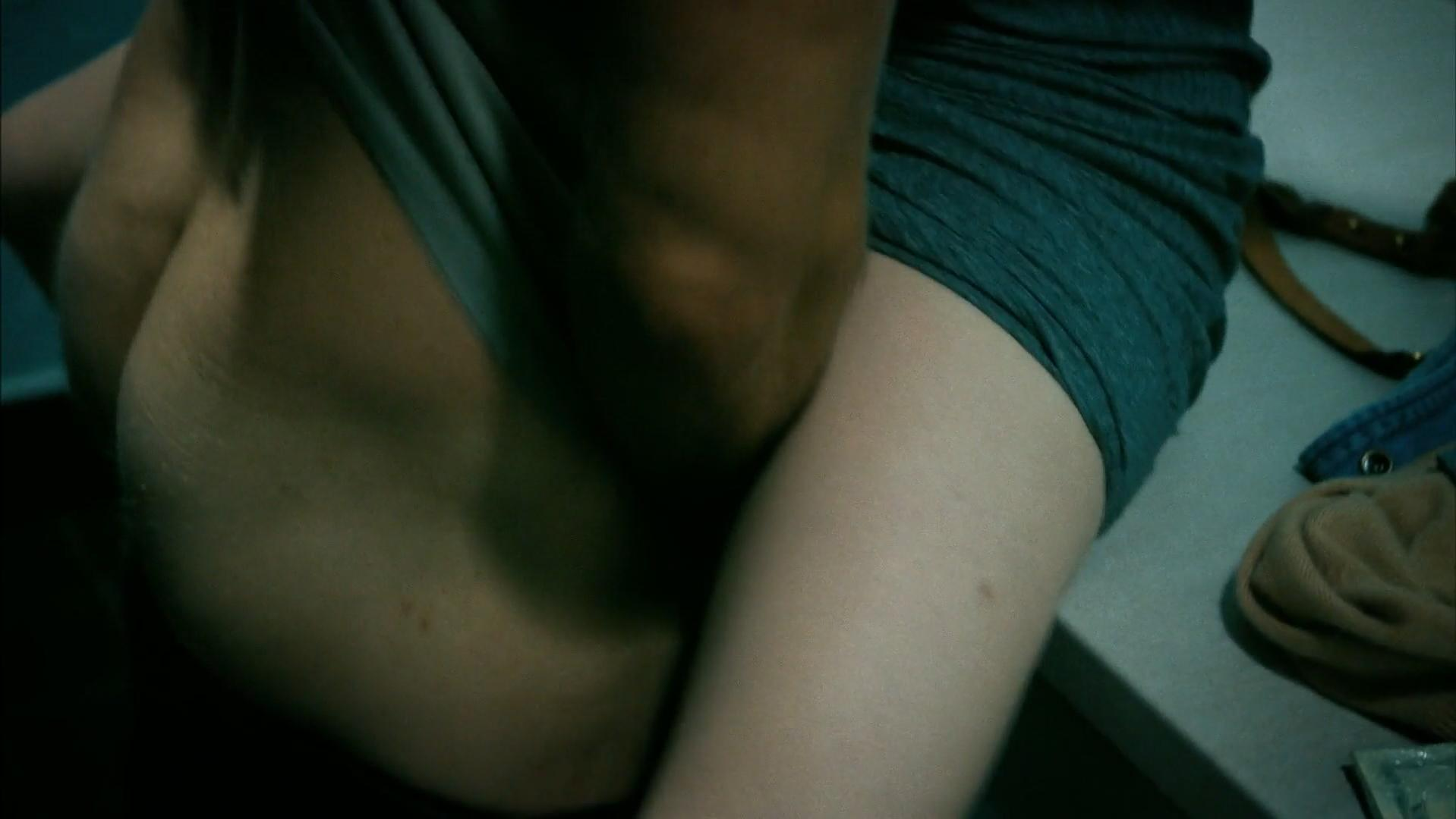 Carrie Coon sexy - The Leftovers s03e04 (2017)