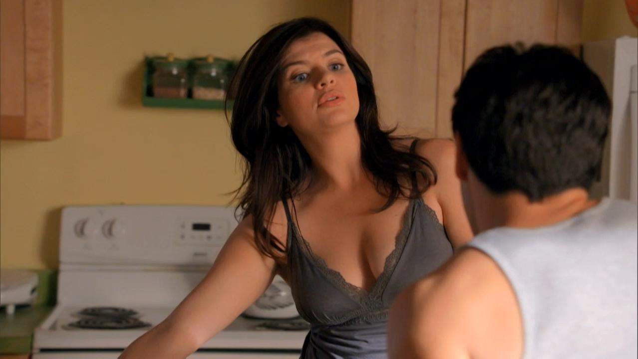 Casey Wilson sexy - Happy Endings s01e05 (2011)