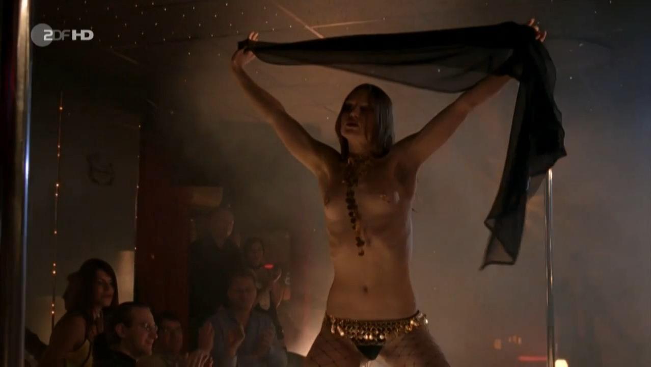 Lucrezia Phantazia nude - Tote Hose s01e32 (2011)