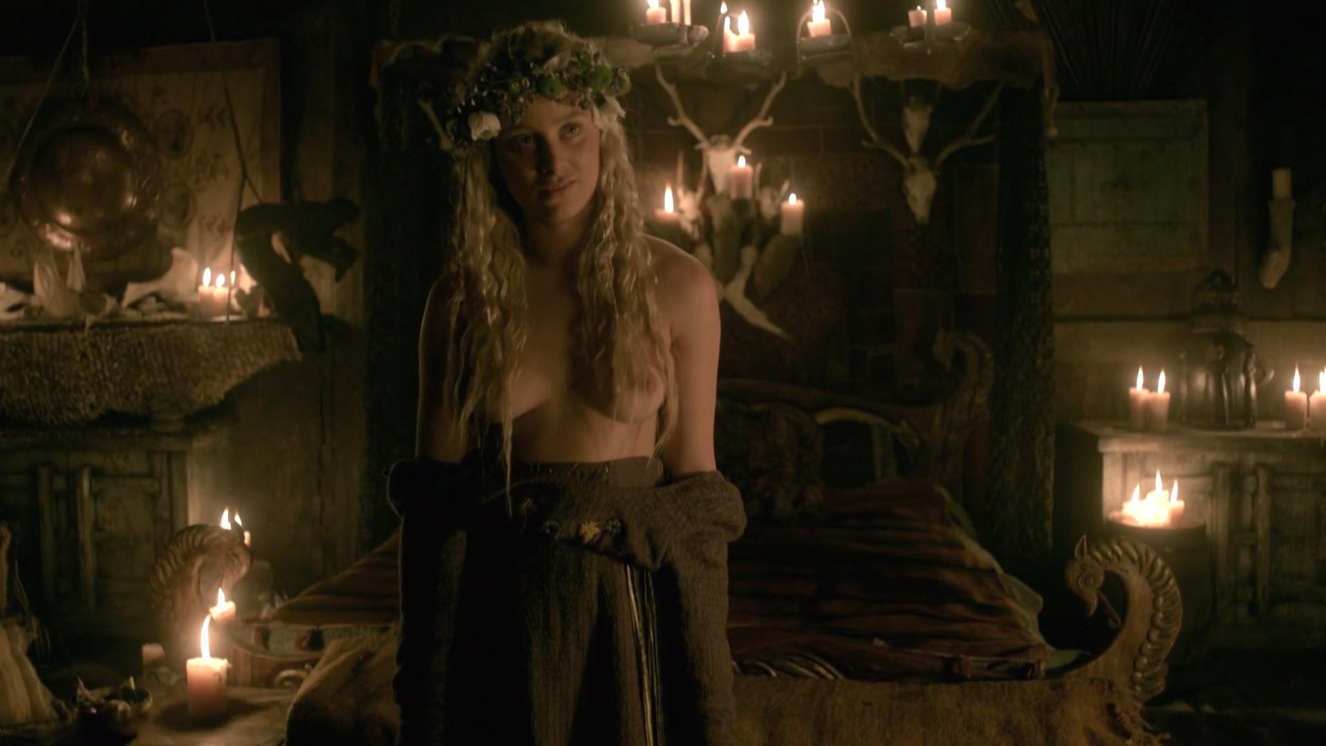 Ida Nielsen nude, Josefin Asplund nude - Vikings s04e18 (2017)