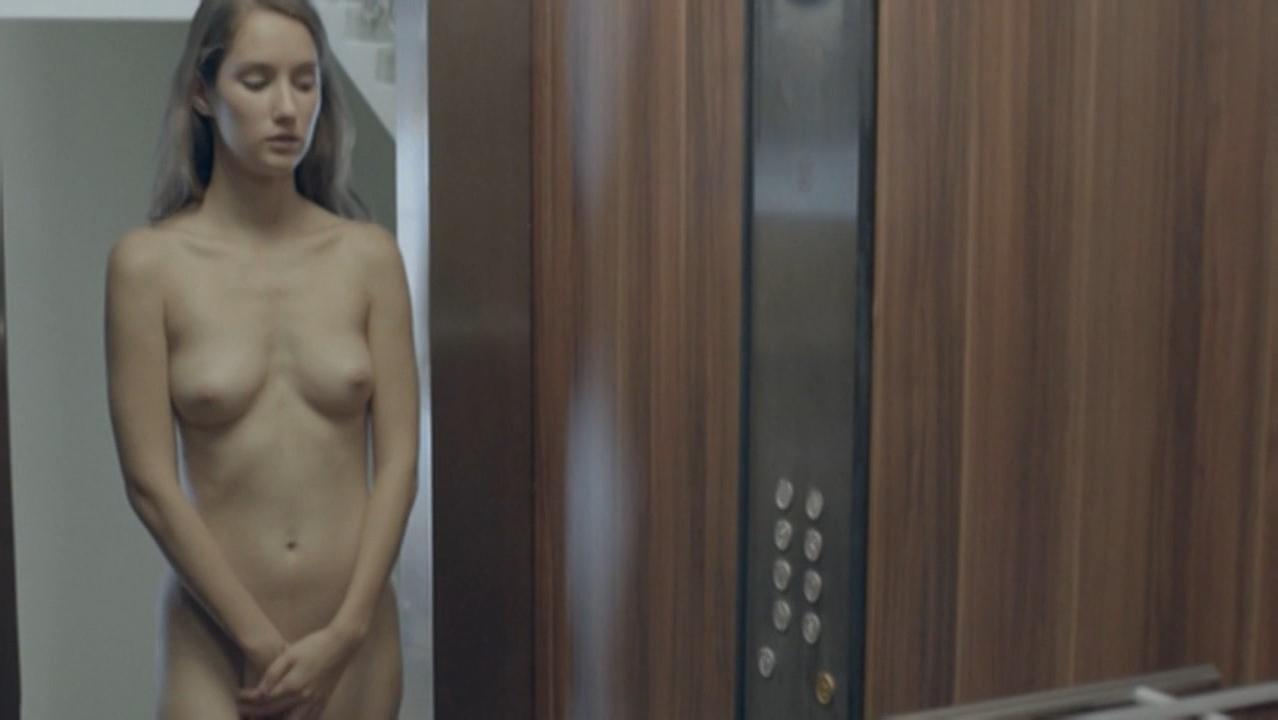 Eliska Krenkova nude - Rodinny film (2015)