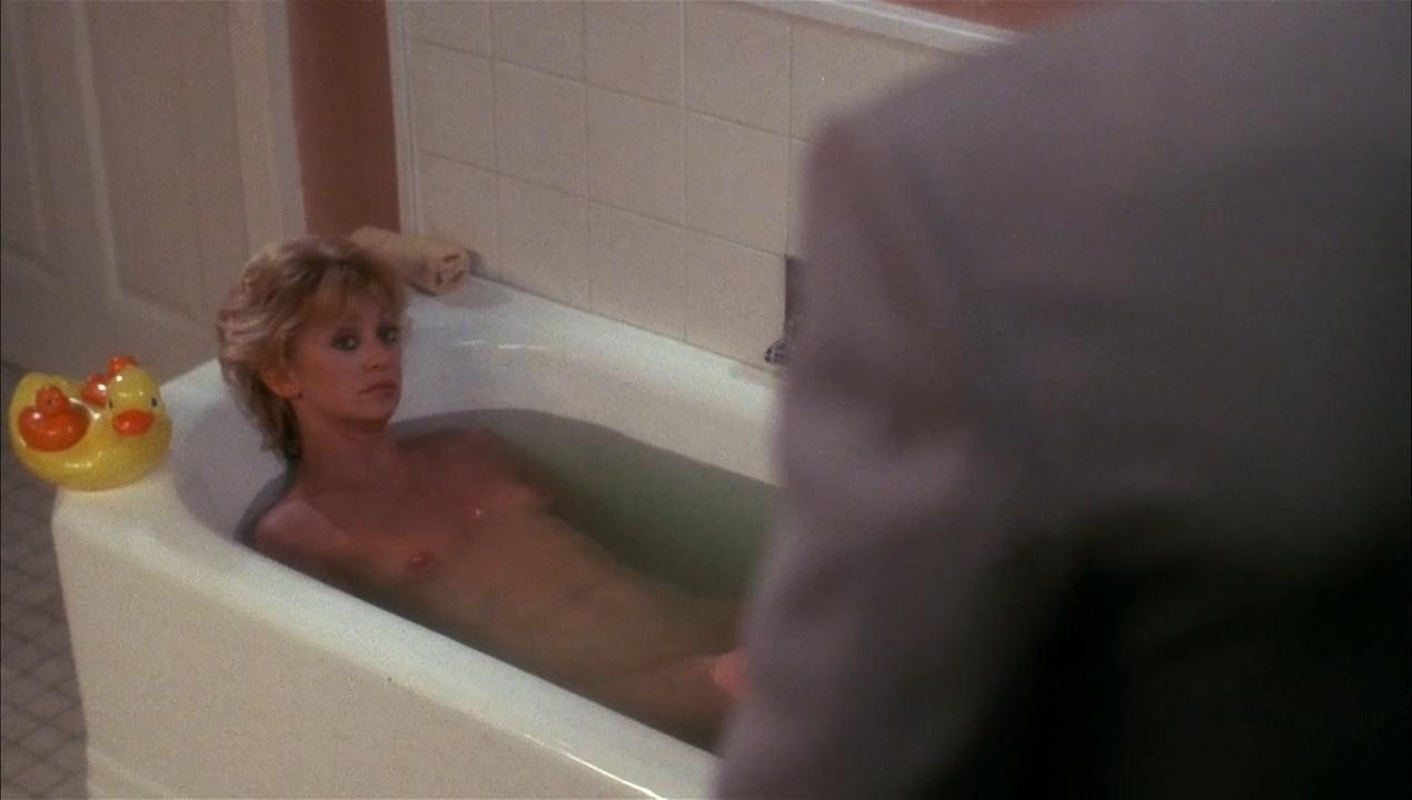 Goldie Hawn nude - Wildcats (1986)