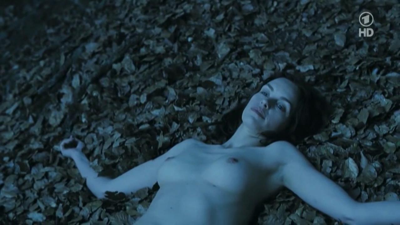 Nina Hoss nude - Das Herz Ist Ein Dunkler Wald (2007)