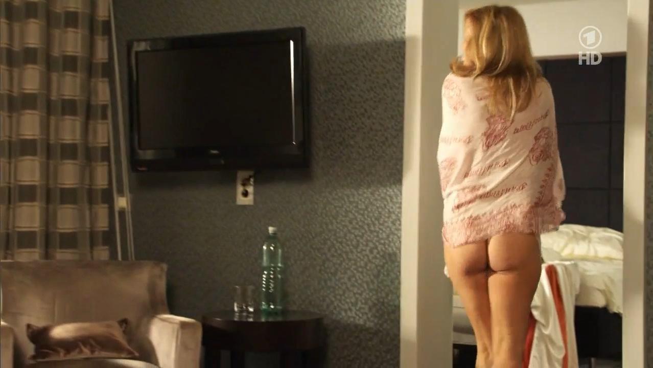 Suzanne Von Borsody nude - Rat Mal Wer Zur Hochzeit Kommt (2012)