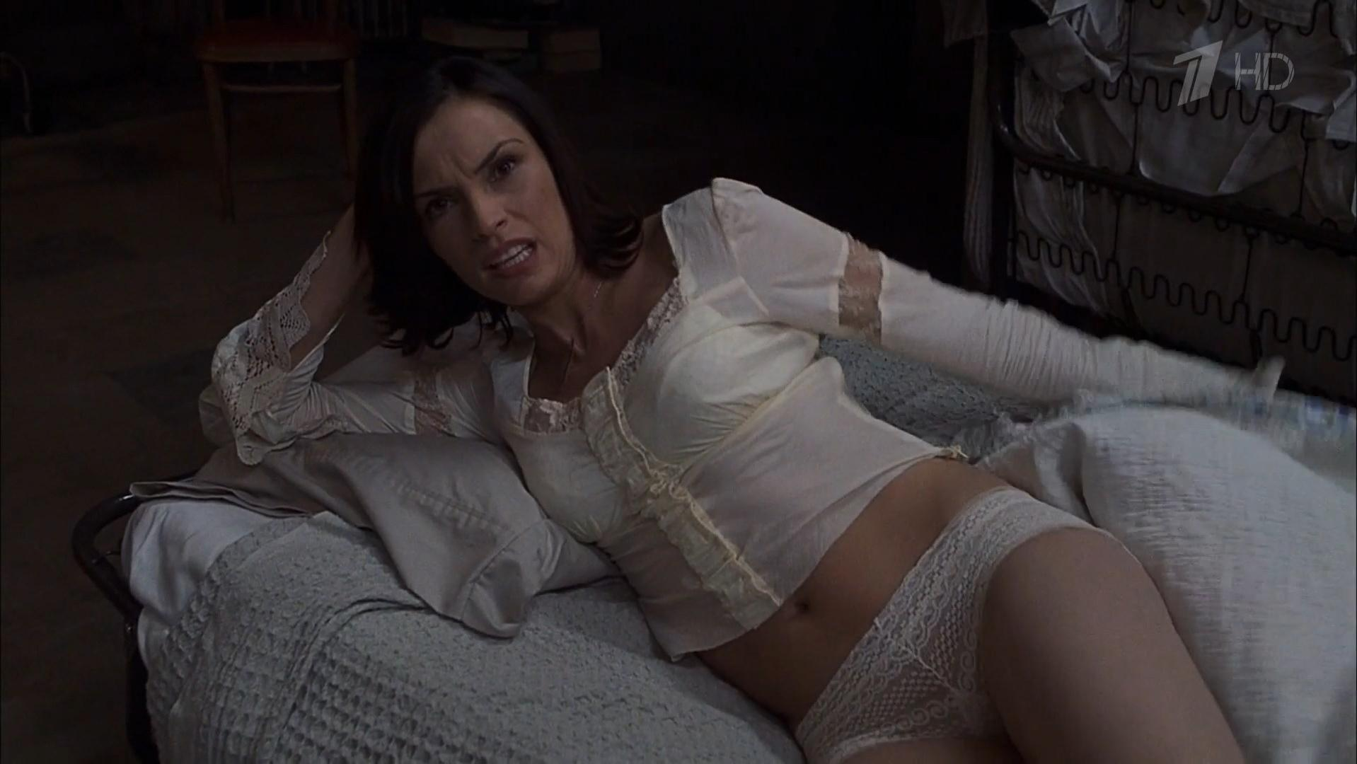 famke janssen topless photos