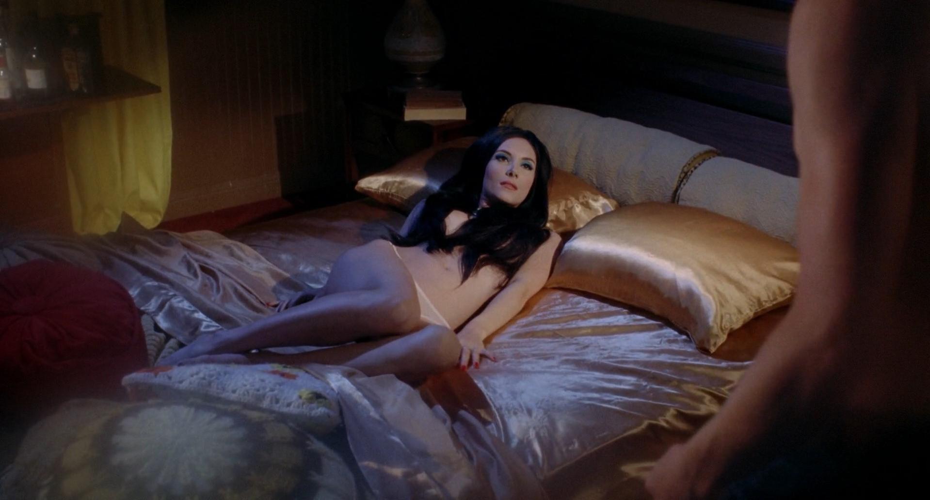 Explicit nude scene-2987