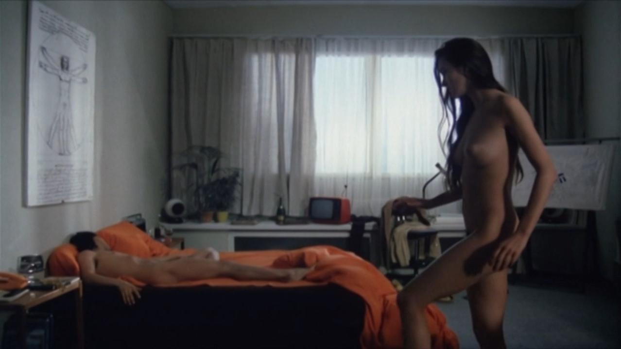 Carole Bouquet nude - Tag der Idioten (1981)