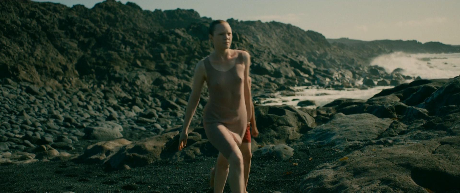 Julie-Marie Parmentier nude, Roxane Durane nude - Evolution (2016)