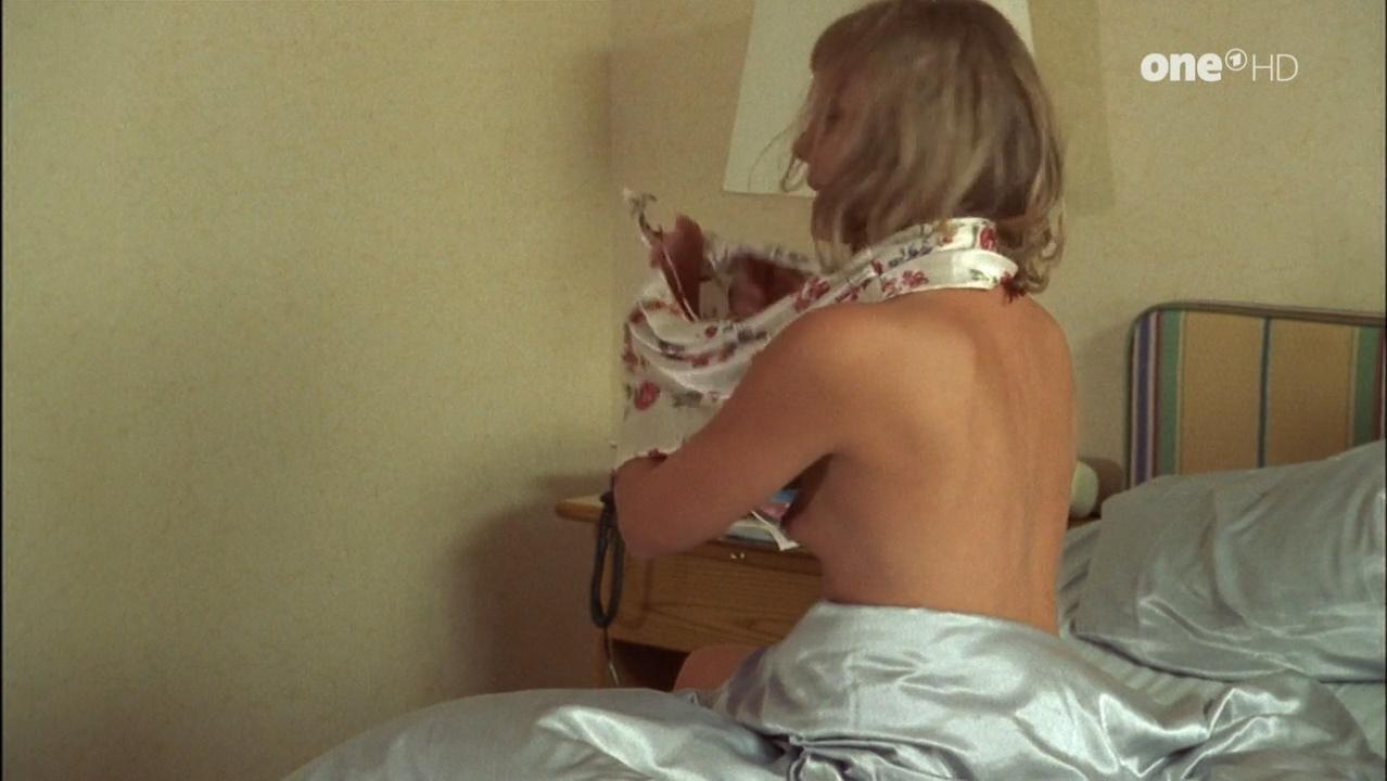 Anke Schwiekowski nude - Aus heiterem Himmel s04e22 (1999)