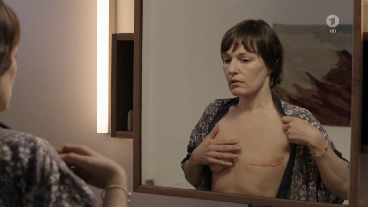 Nicolette Krebitz nude - Alle fur eine (2015)