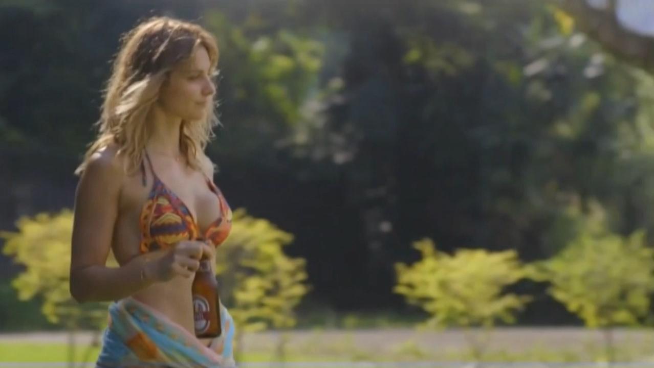 Branca Messina nude, Carolina Chalita nude - Amor de 4 s01e01-07 (2017)