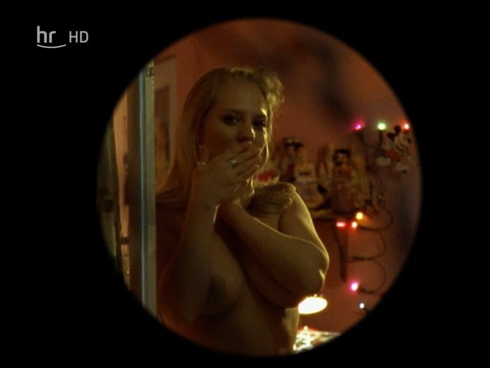 Anna Carlsson nude - Schlauer als die Polizei Der Kranz des Todes (1997)