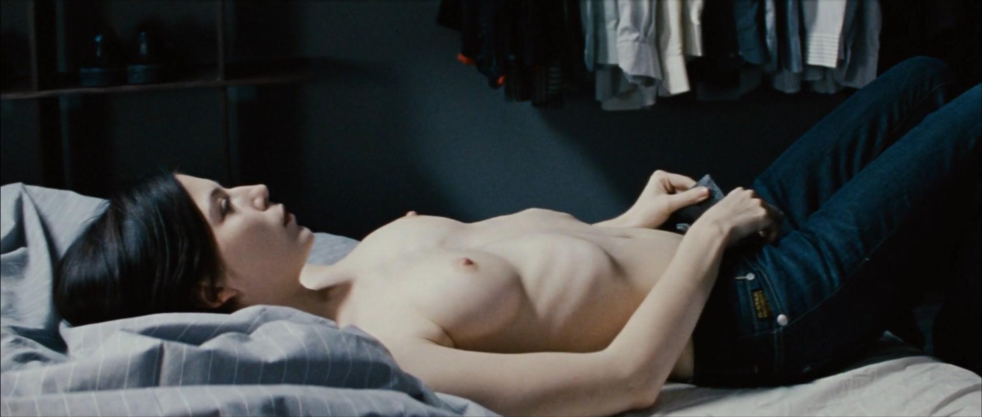 Nora von Waldstatten nude - Schwerkraft (2009)