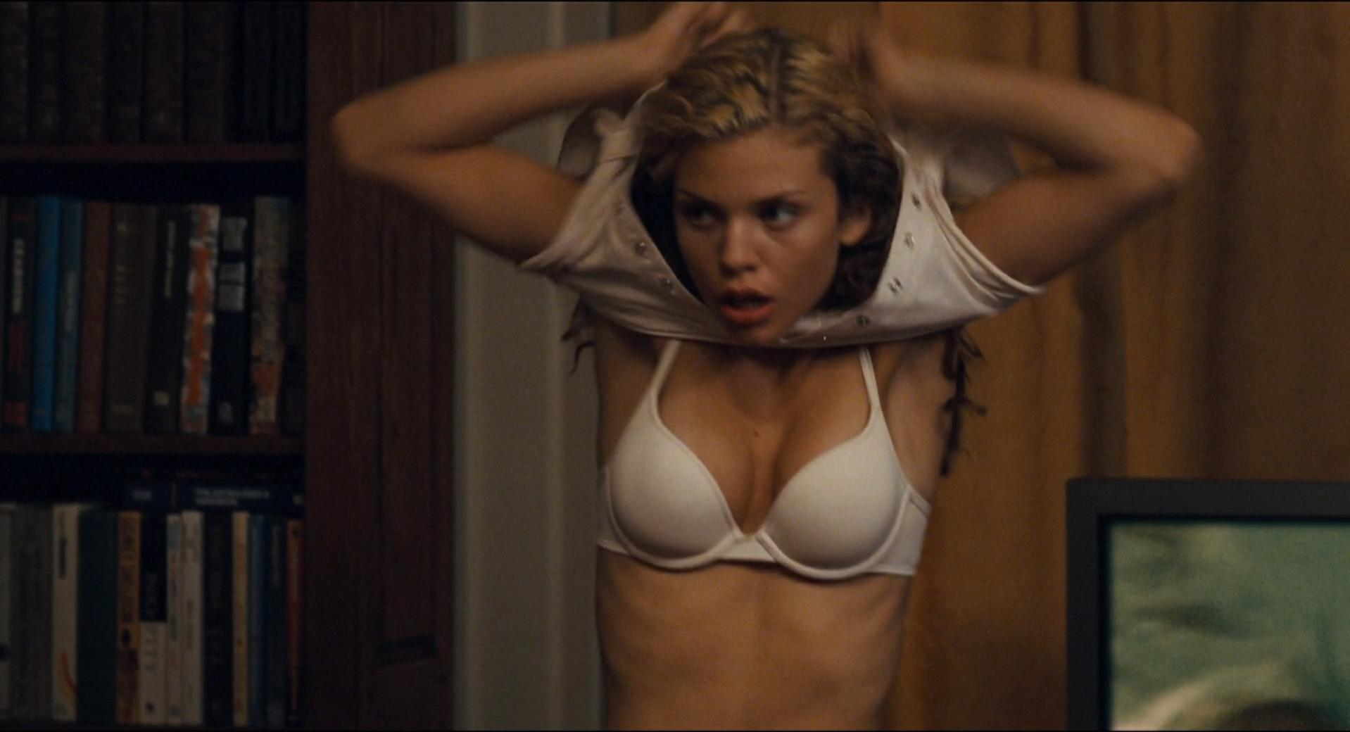 AnnaLynne McCord sexy - Day of the Dead (2008)