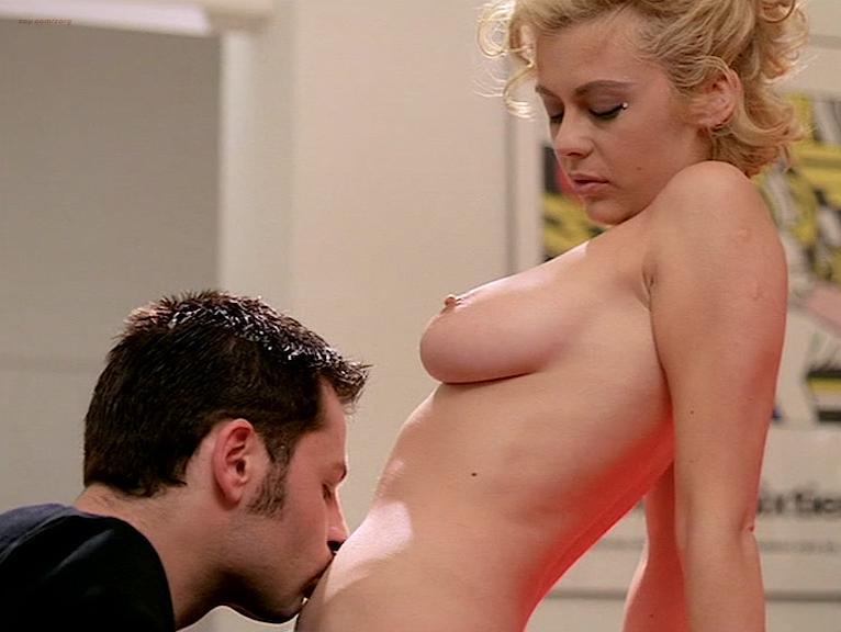 Cinzia Roccaforte nude, Lisa Comshaw nude, Anna Maria Petrova nude - La Iena (1997)
