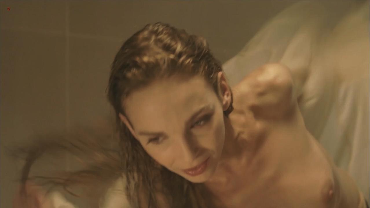 Claire Keim nude - La nouvelle Blanche Neige (2011)