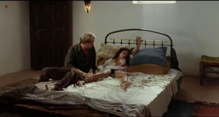 Dany Verissimo nude - Gradiva (2006)