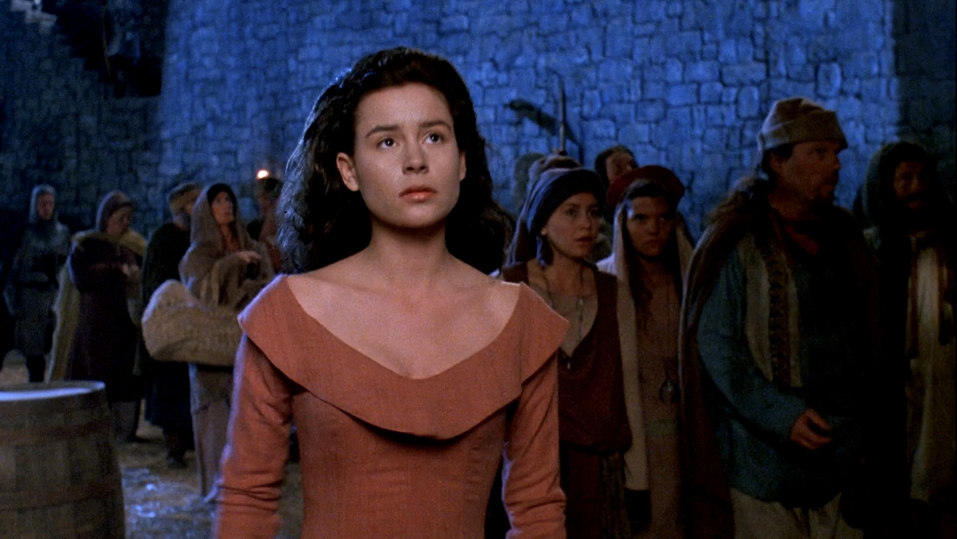 Embeth Davidtz sexy - Army of Darkness (1992)