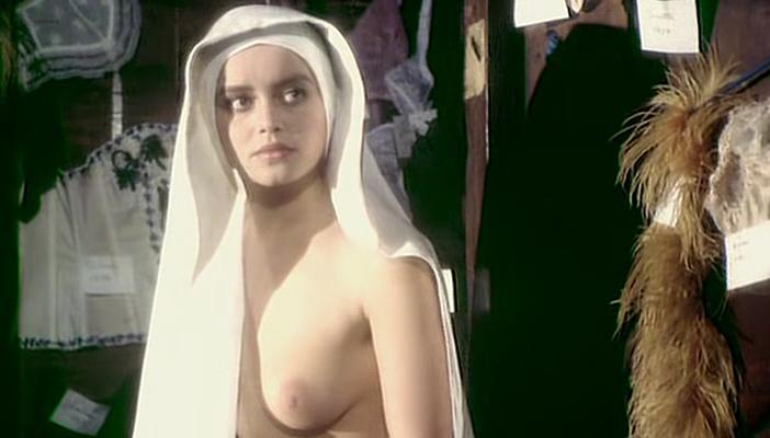 Gloria Guida nude, Femi Benussi nude - La novizia (1975)