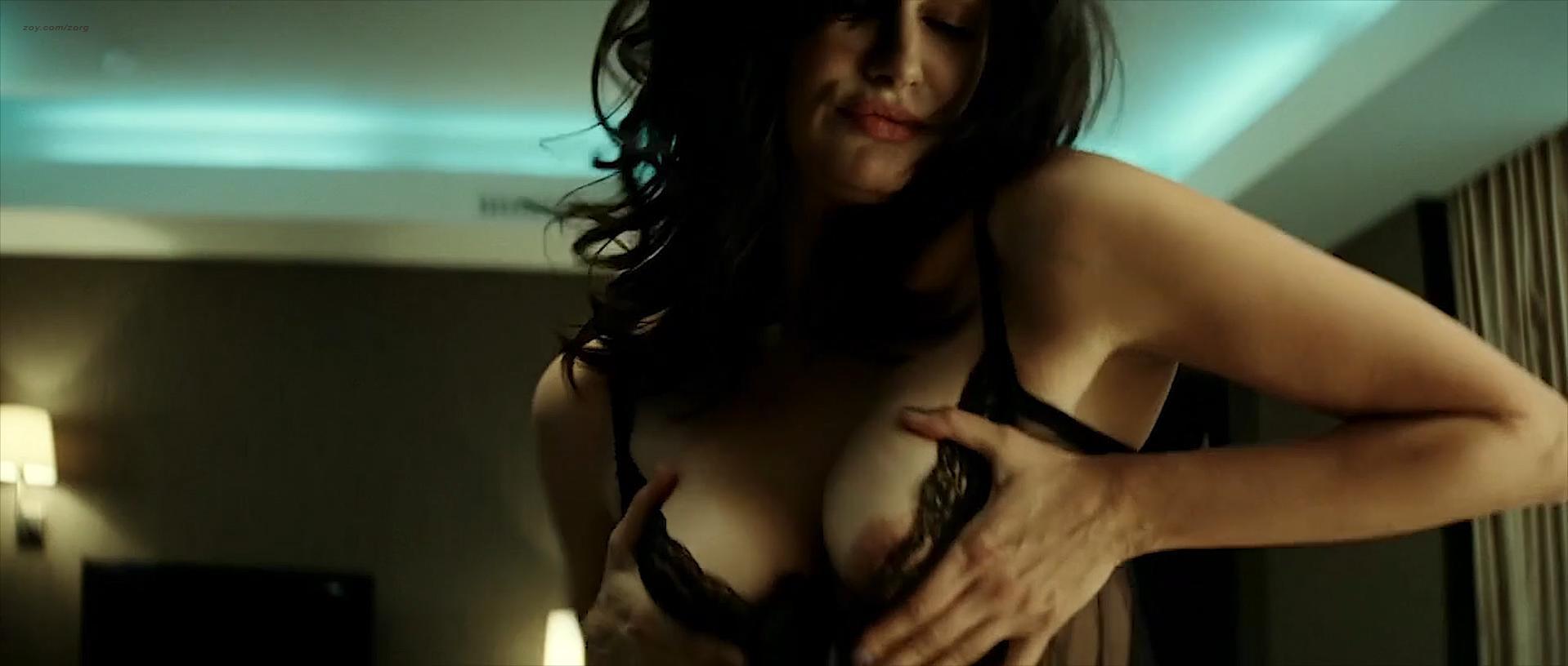 Helena Noguerra nude, Vanessa Paradis sexy - L'Arnacoeur (2010)