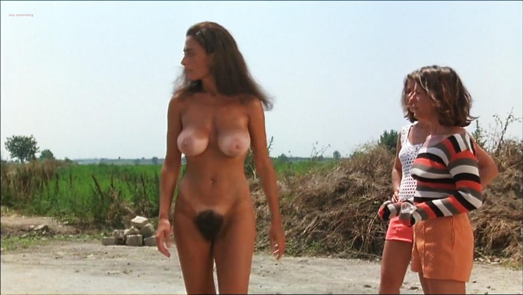 Iaia Forte nude, Paola Iovinella nude - I buchi neri (1995)