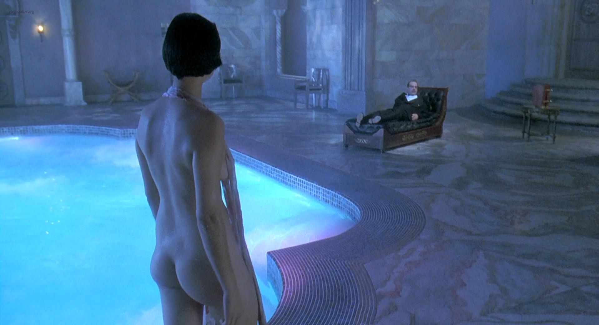 Isabella Rossellini nude, Catherine Bell nude, Carrie Jean Yazel nude - Death Becomes Her (1992)