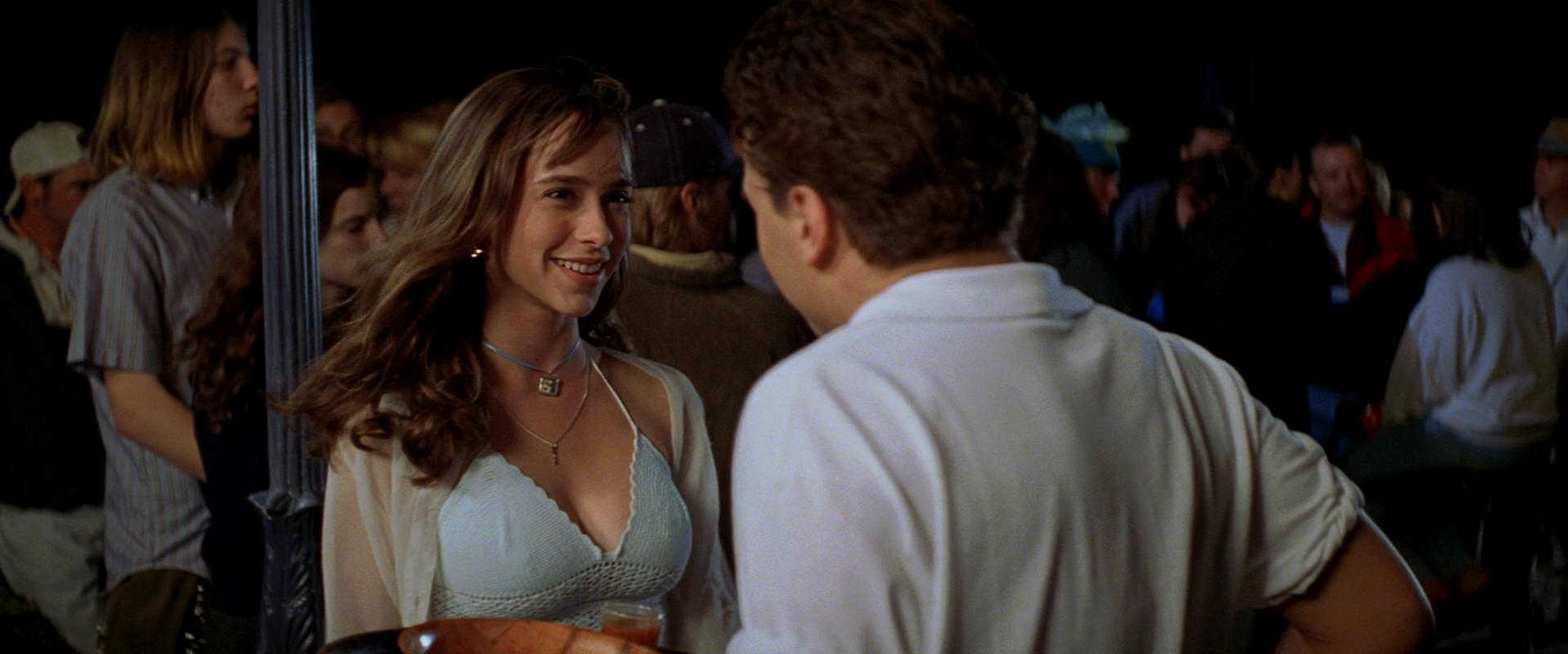 Jennifer Love Hewitt sexy, Sarah Michelle Gellar sexy - I Know What You Did Last Summer (1997)