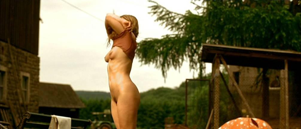 Jördis Triebel nude - Emma's Gluck (2006)