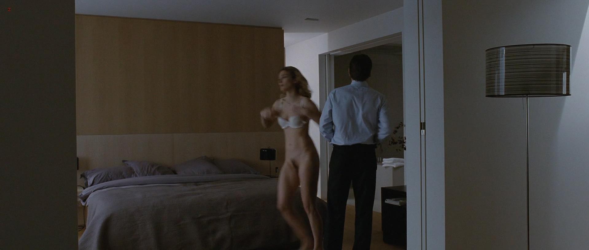 Julie Gayet nude - Sans laisser de traces (2010)