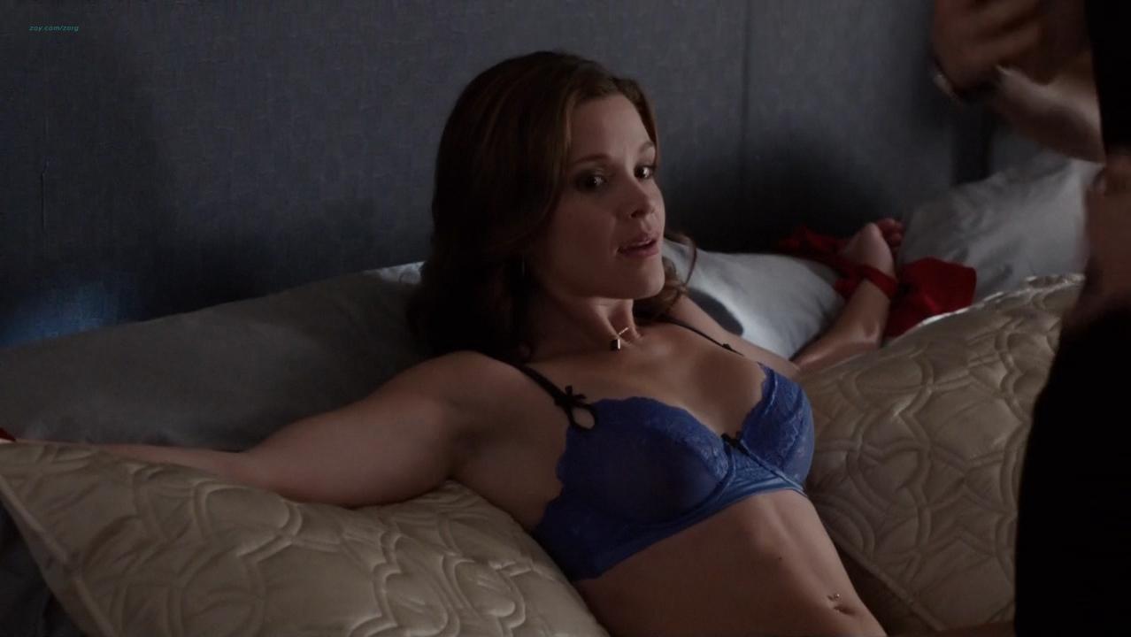 Kayla Mae Maloney sexy - The Following s03e01 (2015)