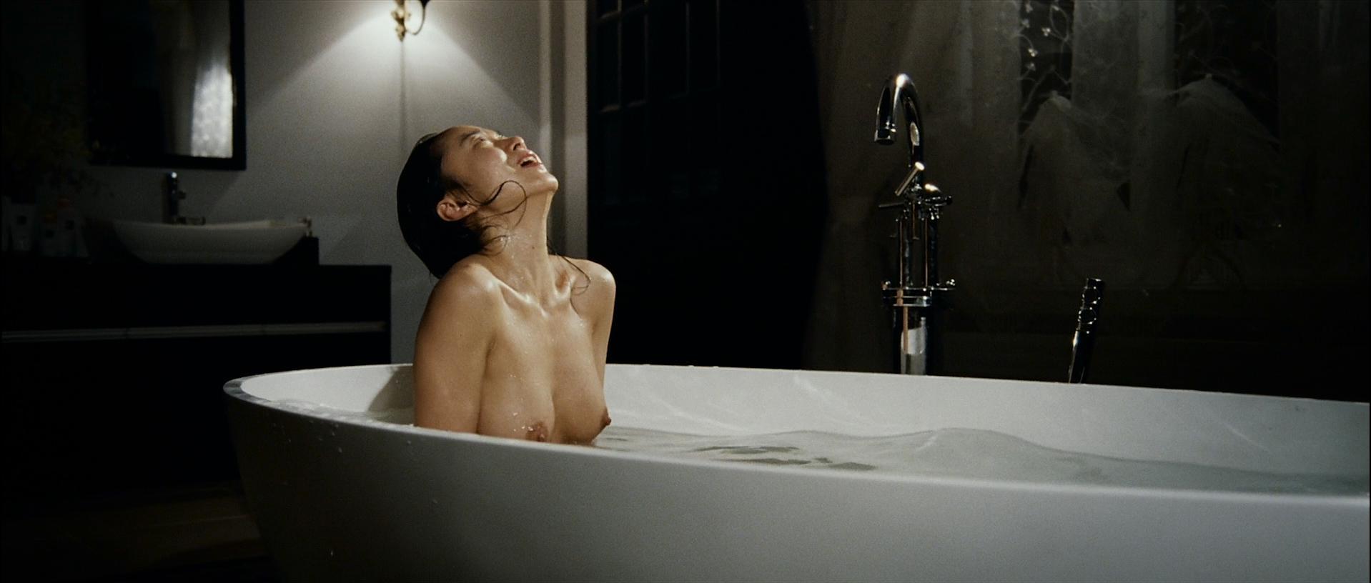 Do-yeon Jeon nude, Woo Seo nude - The Housemaid (2010)