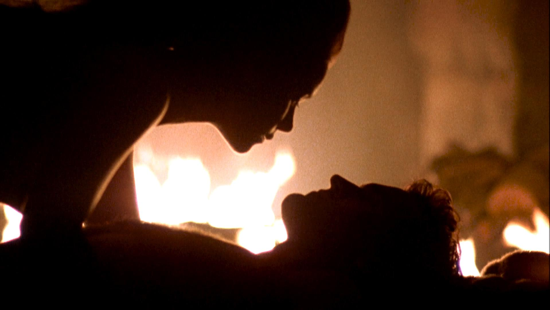 Embeth Davidtz sexy - Army of Darkness (1992)