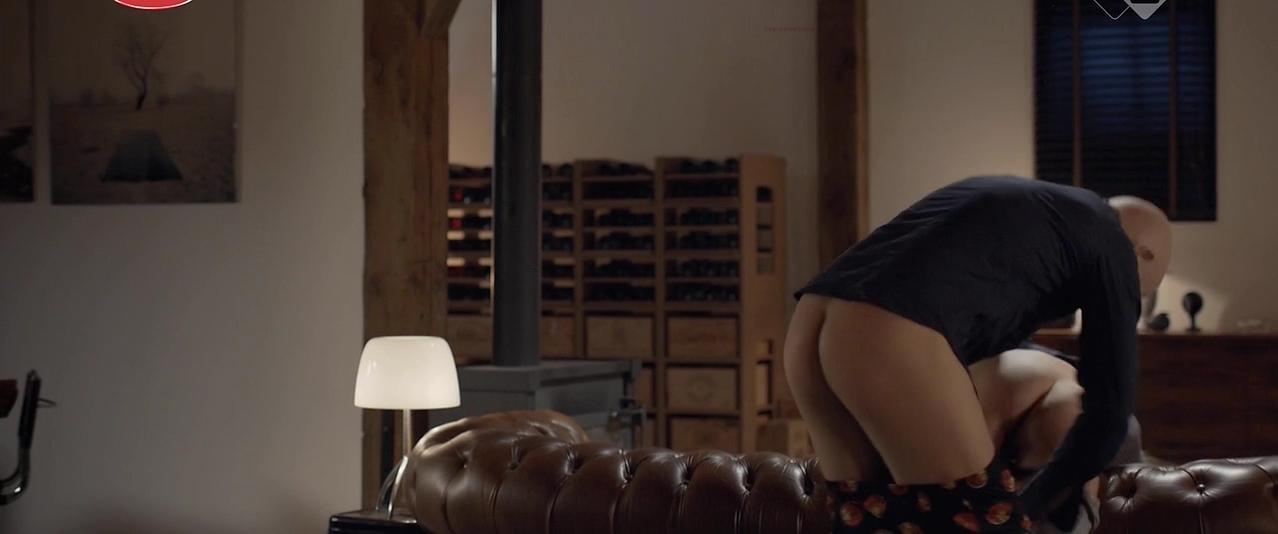 Hannah Hoekstra nude - Sunny Side Up (2015)