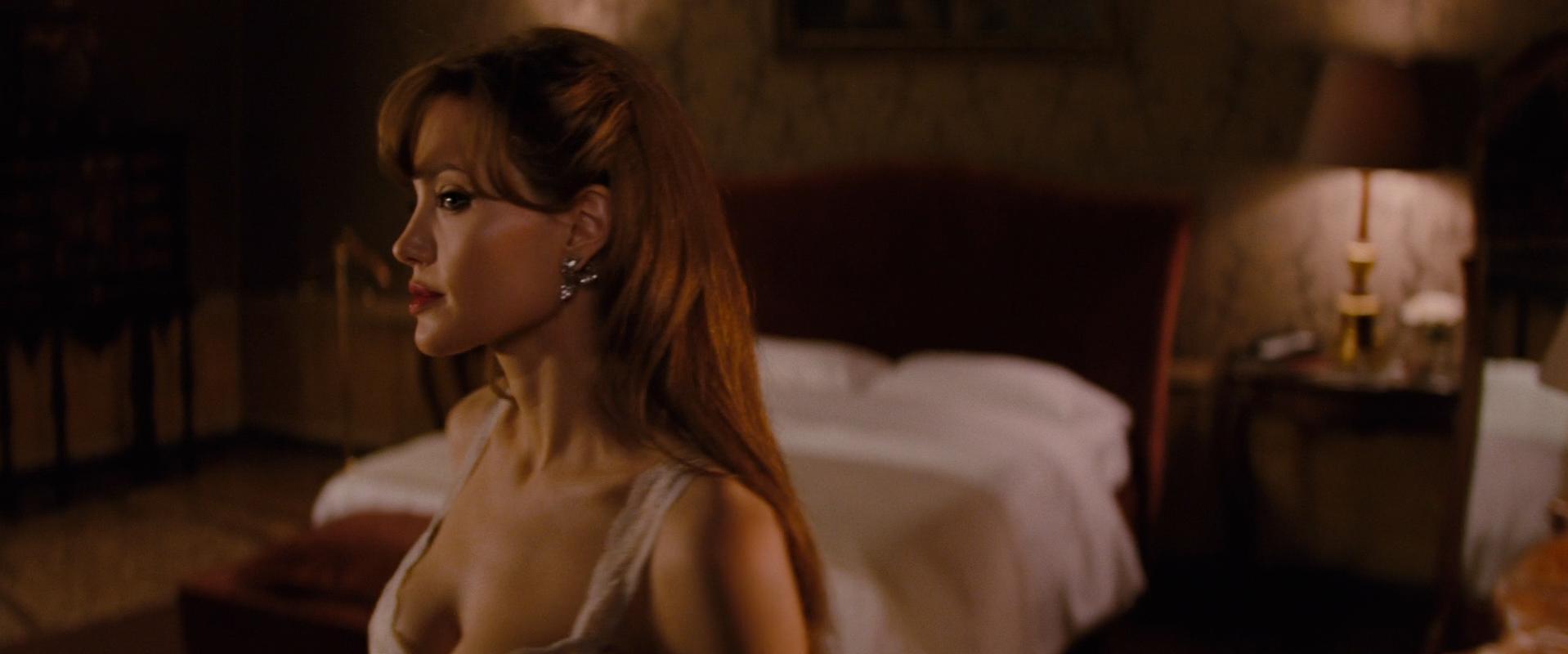 Angelina Jolie sexy - The Tourist (2010)