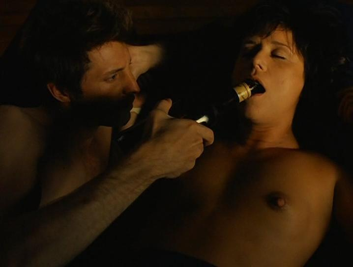 Delphine Brodeur nude, Pascale Montpetit nude - L' Invention de l'amour (2000)