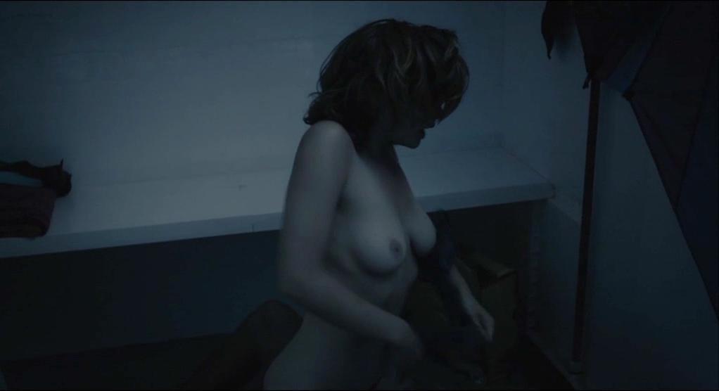 Eline Kuppens nude, Maaike Neuville nude, Marieke Dilles nude, Ellen Schoeters nude - Weekend aan Zee (2012)