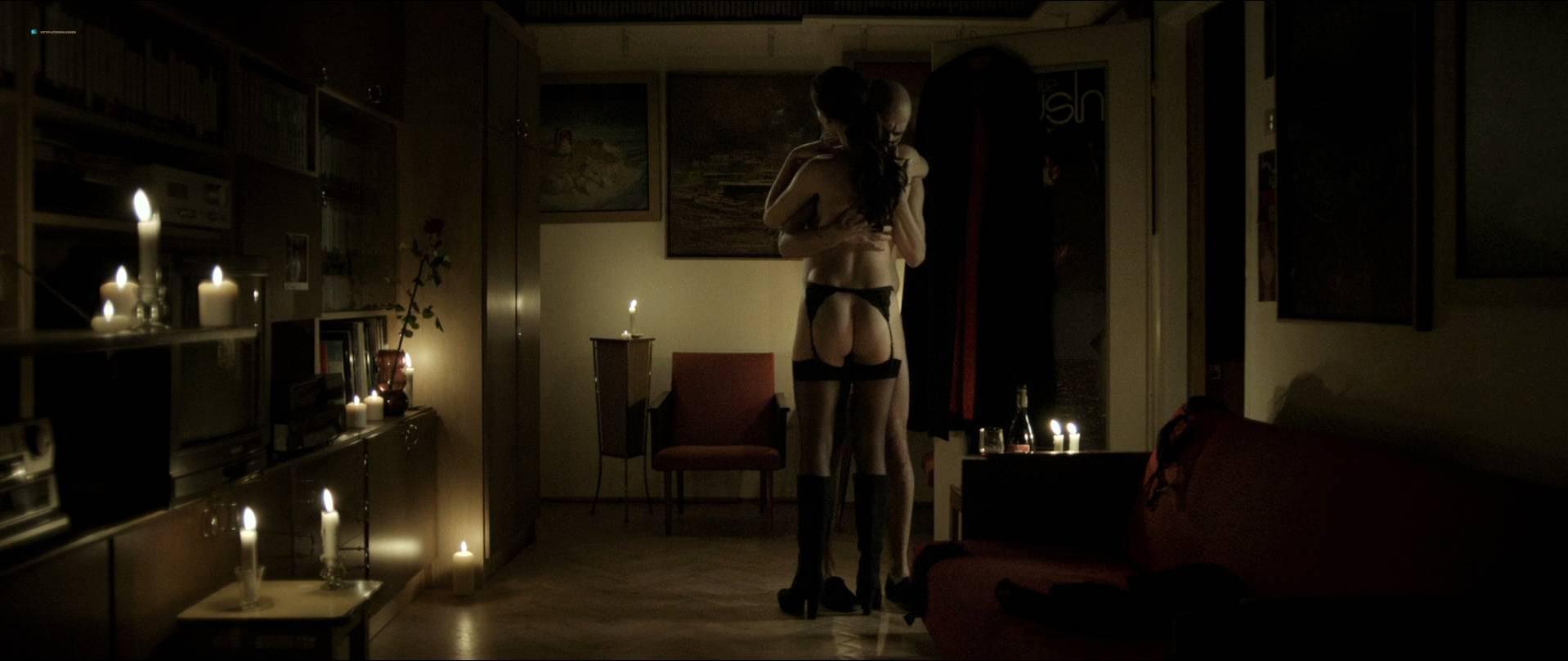 Alicja Karluk nude, Agnieszka Michalska nude - Ostatnia rodzina (2016)