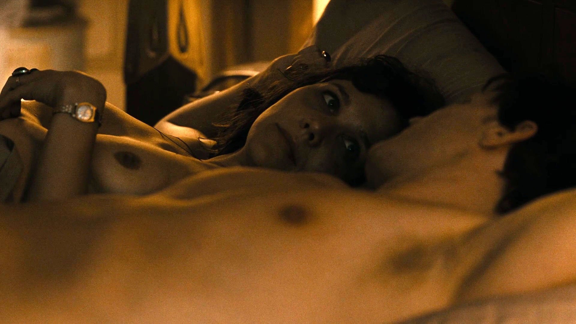 Jake Gyllenhaal Shirtless With Maggie Gyllenhaal Pictures