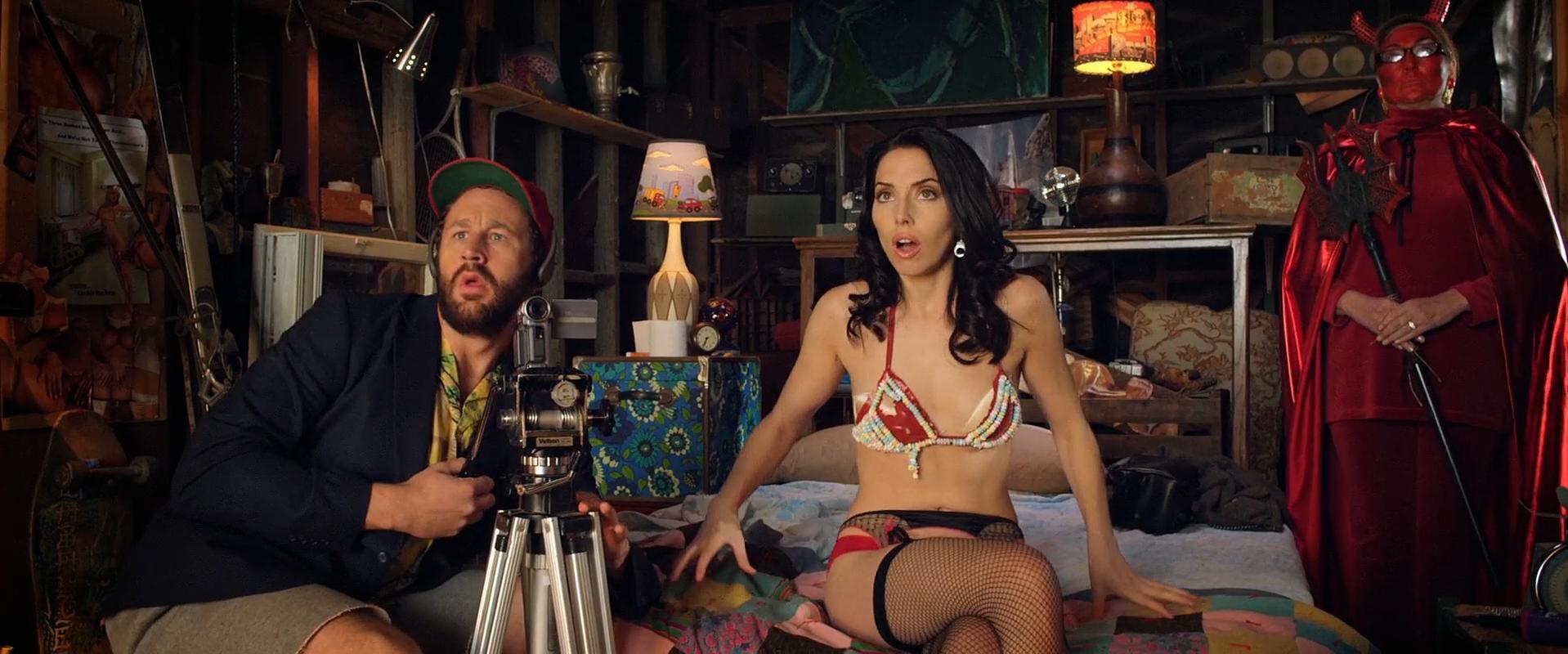 Lizzy Caplan sexy, Whitney Cummings sexy - 3, 2, 1… Frankie Go Boom (2012)
