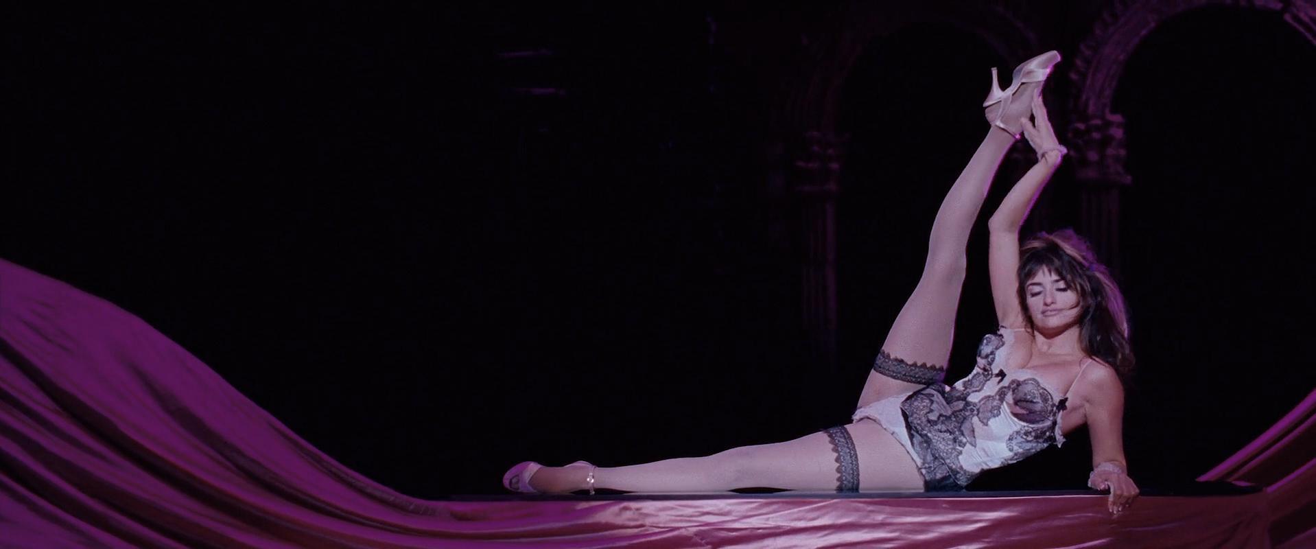 Penelope Cruz sexy, Marion Cotillard sexy, Fergie sexy - Nine (2009)