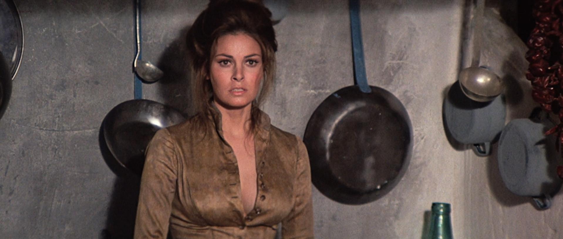 Raquel Welch sexy - Hannie Caulder (1972)